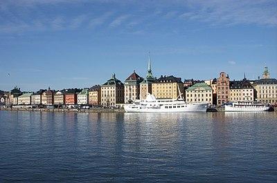 Finskt fartyg pa grund i sodertaljeleden