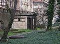 Smíchov, Malostranský hřbitov, z Duškovy, hrobka pod Erbenovou.jpg