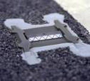 Raised pavement marker - Snowplow-resistant reflective marker
