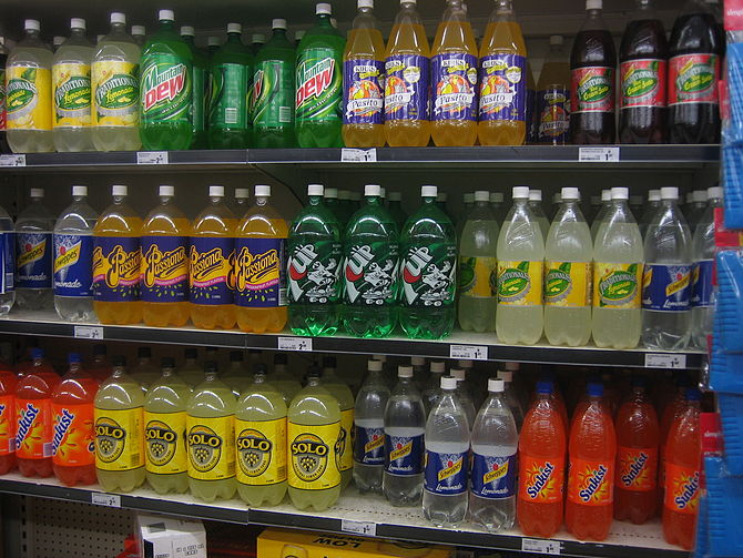 Soft drinks on shelves in a Woolworths supermarket (Australia). Taken by myself. (Photo credit: Wikipedia)