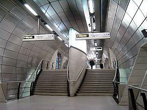 Southwark tube station - Image: Southwark tube concourse