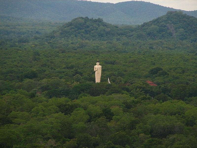 Файл: Шри-Ланка - 069 - статуя Будды глубоко в джунглях вблизи Сигирия (1685711207) JPG.