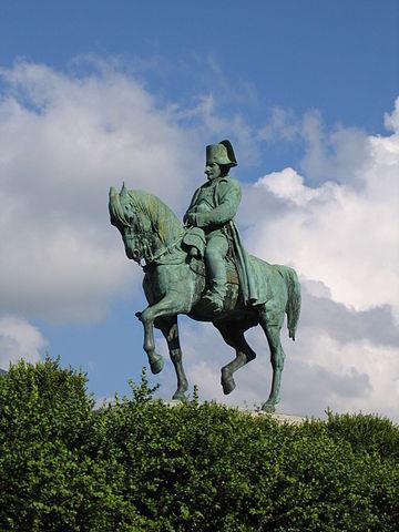 Статуя Наполеона в Лаффре около Гренобля на «лужайке встречи» с 5-м линейным полком