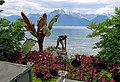 Statue viewing Lake Geneva - panoramio.jpg