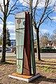 Stele der Umarmung (Freiburg Lehen) jm88059.jpg