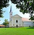 Stift Viktring Stiftskirche Westansicht 31082011 188.jpg