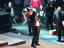 Stephanie mcmahon entrega el culo a sus fans - 2 3