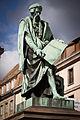 Strasbourg place Gutenberg statue par David d'Angers avril 2013.jpg
