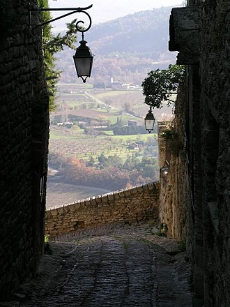 Gordes - One of the calades inside the village.