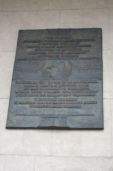 Plik:Tablica upamiętniająca Witolda Pileckiego na pl. Starynkiewicza w Warszawie.JPG