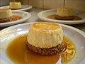 Tartas individuales de queso con salsa de naranja.jpg