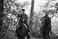 Te paard in een paardencentrum bij Boekelo, Bestanddeelnr 926-7772.jpg