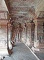 Temple troglodytique jaïn (Badami, Inde) (14146144080).jpg