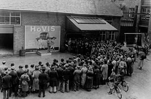 Hovis - Hovis's Managing Director giving a pep talk to staff in 1935