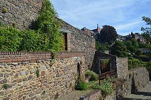 Jardin suspendus de Thuin sur le flanc sud de la ville, repris sur la liste du patrimoine immobilier exceptionnel de la Wallonie. (définition réelle 4928×3264)