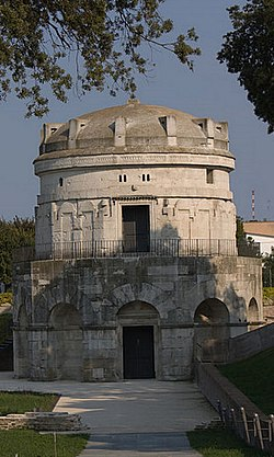 Tomb of Theodoric the Great Ravenna (cropped).jpg