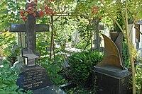 Tombe d'Anton Pevsner (Sainte-Geneviève-des-Bois).jpg