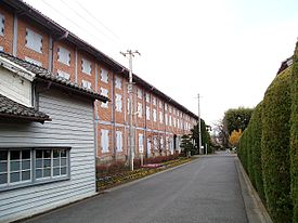 https://upload.wikimedia.org/wikipedia/commons/thumb/2/2a/Tomioka_Silk_Mill_East_Cocoon_Warehouse05.jpg/275px-Tomioka_Silk_Mill_East_Cocoon_Warehouse05.jpg