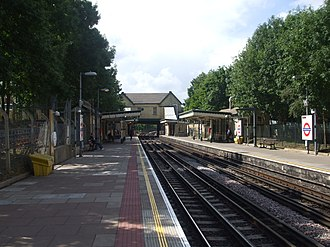 Totteridge & Whetstone tube station - Image: Totteridge & Whetstone stn southbound