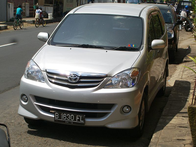 Berkas:Toyota Avanza S-Type.JPG