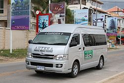 Toyota Commuter in Pattaya 01.JPG