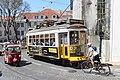 Tramway place Cathédrale Lisbonne 6.jpg