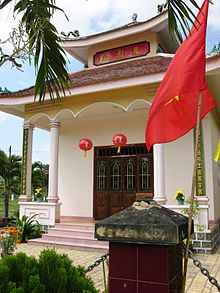 http://upload.wikimedia.org/wikipedia/commons/thumb/2/2a/Tran_Quy_Cap_temple.JPG/220px-Tran_Quy_Cap_temple.JPG