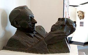 Robert Broom - Bust of Robert Broom and Mrs. Ples