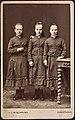 Tre unge jenter (13378521584).jpg