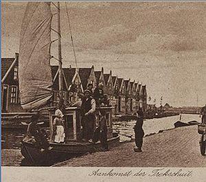 Trekschuit - Postcard from 1922 showing trekschuit arrival in Volendam.