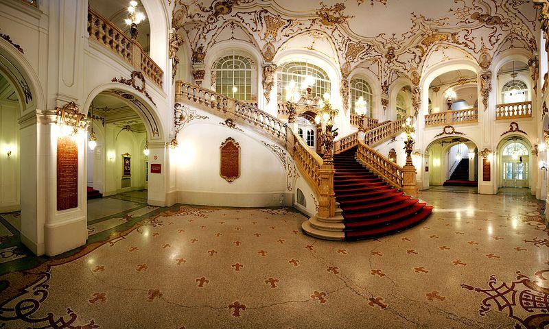 Datei:Treppenhalle Oper Graz.jpg