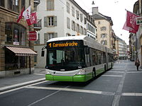 Trolleybus Hess de la ligne 1 direction Cormondrèche rue du Seyon.JPG