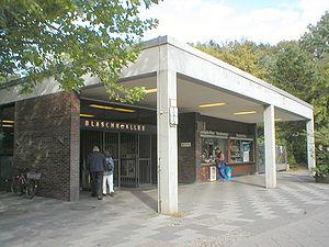 Blaschkoallee (Berlin U-Bahn) - The entrance U-Bahn station Blaschkoallee