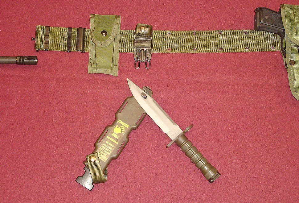 US-Military-M9-Bayonet-used-as-Wirecutter