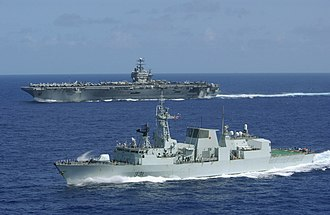 HMCS Vancouver (FFH 331) - Vancouver as part of the John C. Stennis carrier battle group in 2002