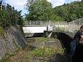 Untere Herbringhauser Talsperre, Beginn der Hochwasserentlastung.jpg
