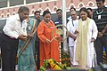 Vasundhara Raje Scindia lighting the lamp to inaugurate the celebrations of the 2nd International Day of Yoga – 2016, in Jaipur.jpg
