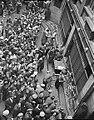 Veille du départ du Tour de France 1937, le 29 juillet au siège de 'L'Auto' du 29 faubourg Montmartre - présentation des équipes.jpg