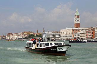 Venezia Motoscafo 216 R01.jpg