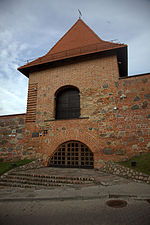 File:Vilnius city wall gate 02.jpg