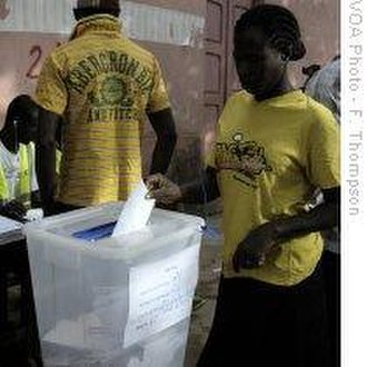 Guinea-Bissau presidential election, 2009 - Voters cast their ballots on June 28, 2009. VOA photo
