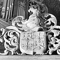 Wapen boven tekstbord rechts orgelgalerij - Roden - 20188824 - RCE.jpg