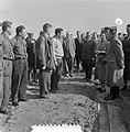 Watersnoodramp 1953. Koningin Juliana bezoekt Nieuw-Vossemeer, Bestanddeelnr 905-6109.jpg