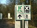 Wegzeichen vom Lutherweg und Europäischer Fernwanderweg E11 am Sieglitzer Berg.jpg