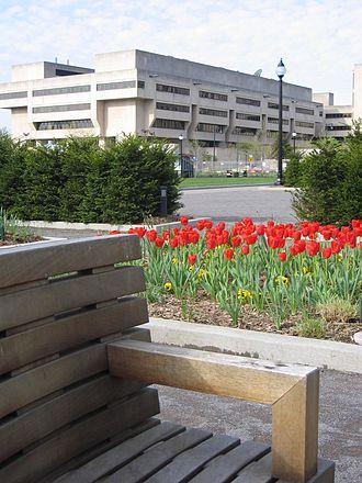 Wesley W. Posvar Hall - Wesley W. Posvar Hall seen from Schenley Plaza in Apr, 2007