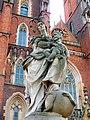 Wrocław, Ostrów Tumski statua Matki Boskiej z Dzieciątkiem(1).jpg