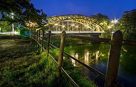Wroclaw- Most Zwierzyniecki widoczny z walu Starej Odry.jpg
