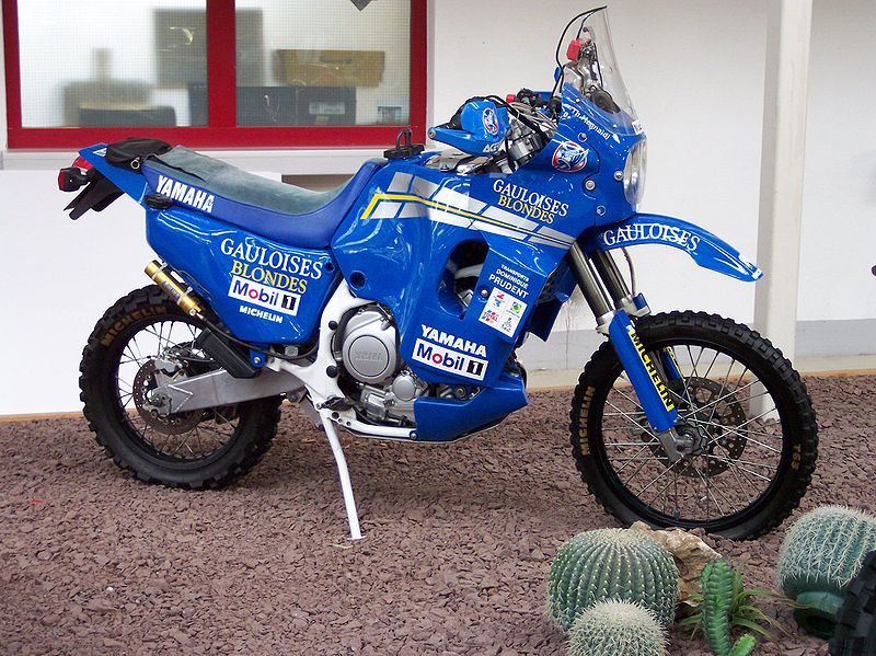 dakar du bon vieux temps - Page 2 800px-Yamaha_XTZ_850_RR_Dakar
