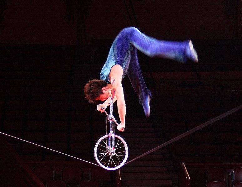 File:ZHANG FAN Schlappseil Circus China.JPG