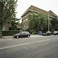 Zicht op de linkerzijgevel met de doorgang naar het klooster, links op de foto - Eindhoven - 20388772 - RCE.jpg